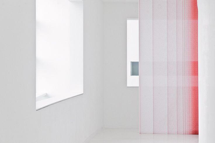 """Dies ist ein Muster aus unserer Themenwelt """"blueprints"""". Das ist Grafik, Schriftzeichen und Spirographien. #architecture #architektur #drapilux #stoff #design #200° #collection #print #baukasten #weiss"""