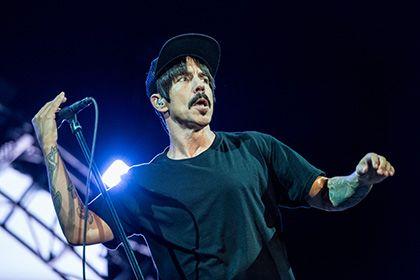 Лидер Red Hot Chili Peppers объяснил нежелание спать с поклонницами http://mnogomerie.ru/2016/11/22/lider-red-hot-chili-peppers-obiasnil-nejelanie-spat-s-poklonnicami/  Энтони Кидис Лидер американской группы Red Hot Chili Peppers Энтони Кидис рассказал, почему не вступает в отношения со своими поклонницами. Об этом сообщает NME во вторник, 22 ноября. «Хорошо, когда у тебя есть фанаты, которым нравится твоя музыка. Но даже когда мы только начинали выступать, меня не интересовали группиз…