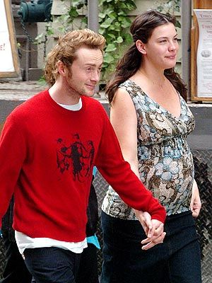 Pregnant Liv Tyler and husband (now ex) Royston Langdon, New York, September 2004
