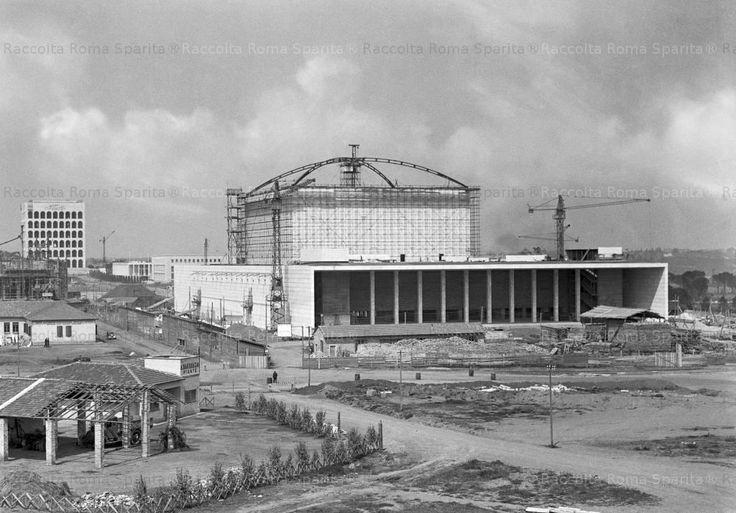 EUR Cantiere del Palazzo dei Ricevimenti e dei Congressi, panoramica con vista del lato posteriore durante il completamento dell'armatura della volta a crociera Anno: 1939