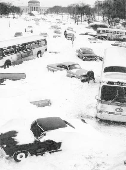 Lakeshore Drive during the great snowstorm of 1967 - ah yes, I remember it well!