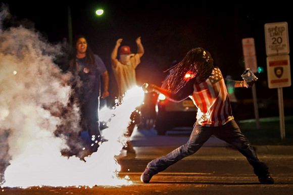 The winners of the 2015 Pulitzer Prize in photography have been revealed. The projects who won were focused on covering the Ferguson unrest and on the Ebola outbreak in 2014. More info and photos on Camyx! #Pulitzer #PulitzerPrize #Pulitzer2015 #journalism #photography