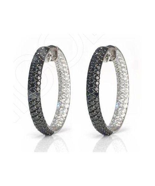 Pendientes NICOL´S. Pendientes criollas con forma cóncava, aro de 35 mm diámetro, pavé en la mitad exterior y mitad interior de la superficie del aro. Fabricados en oro blanco 18 kt, diamantes negros 4.80qt, diamantes blancos 3.5 qt.