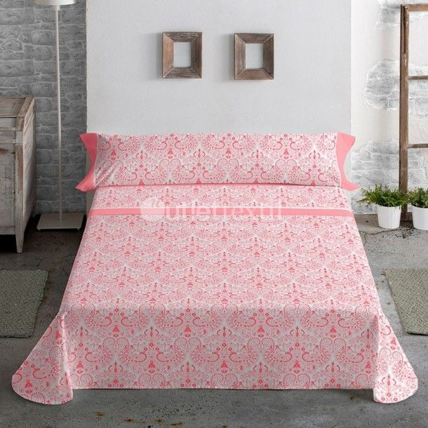 Juego Sábanas 100% Algodón ADELFA Javier Larrainzar. Una gran cenefa de estilo damasco cubre todo el estampado de la sábana encimera. Consíguela en rosa o en turquesa y renueva tu ropa de cama con tan solo hacer un click.