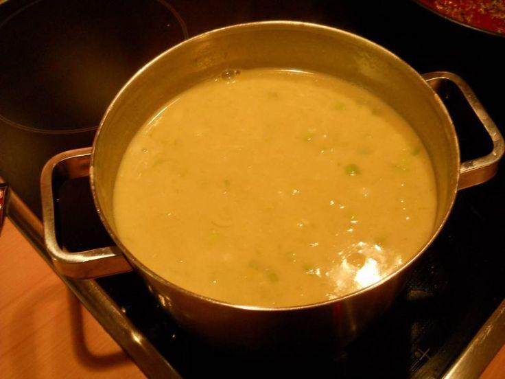 Romige preisoep met kaas en champignons