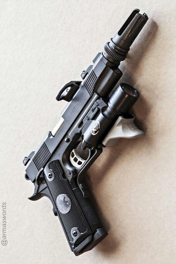 Manufacturer: Nighthawk Custom Mod. Predator Type - Tipo: Pistol Caliber - Calibre: 45 ACP Capacity - Capacidade: 8 Rounds Barrel length - Comp.Cano: 5 Weight - Peso: 1142 g