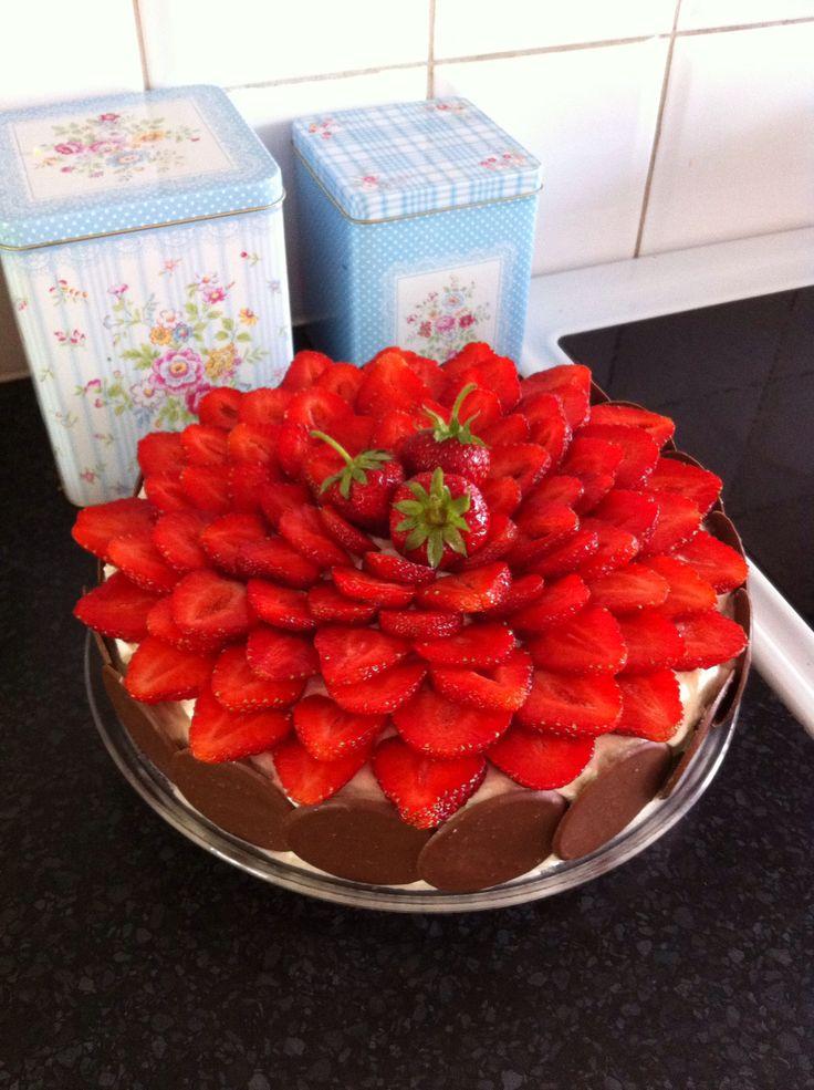 Härlig jordgubbstårta