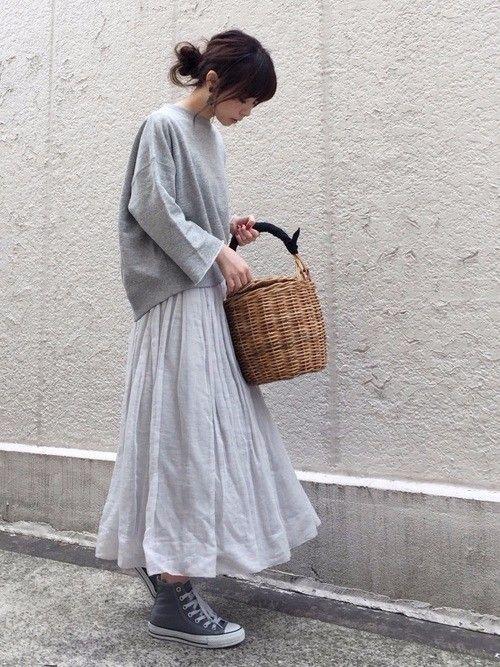 LOCARIの記事「春の注目度No.1シューズ「グレーのスニーカー」を攻略!」。今話題のファッションやトレンド情報をご覧いただけます。ZOZOTOWNは人気ブランドのアイテムを公式に取扱うファッション通販サイトです。////// I do not know what the previous description says, but this is a lovely moving skirt!