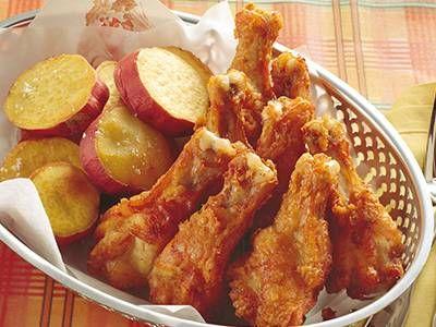 小林 カツ代さんの鶏手羽元を使った「フライドチキン」のレシピページです。スパイス使いがいつものフライドチキンをグレードアップ。さつまいもも同時に揚げれば、付け合わせも段取りよくつくれます。 材料: 鶏手羽元、A、さつまいも、塩、小麦粉、揚げ油