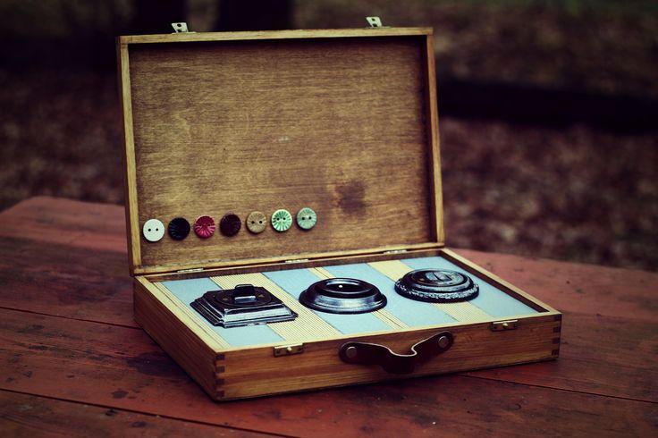 Každý si může prohlédnou vypínače a zásuvky Muliér v klidu domova. Prezentační kufřík.