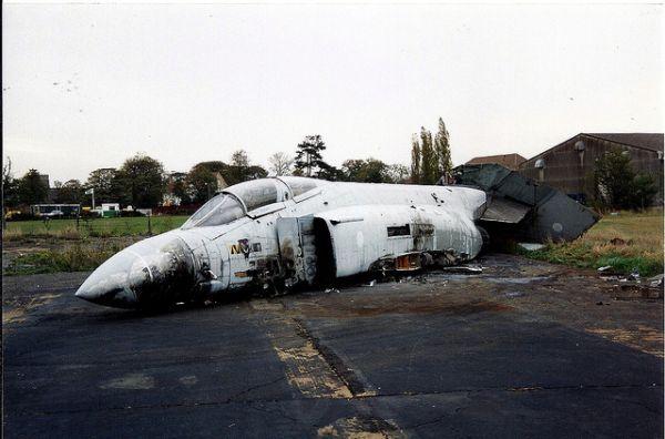 Phantom Wreck: The Final Days of F-4J 'ZE351' at RAF Finningley