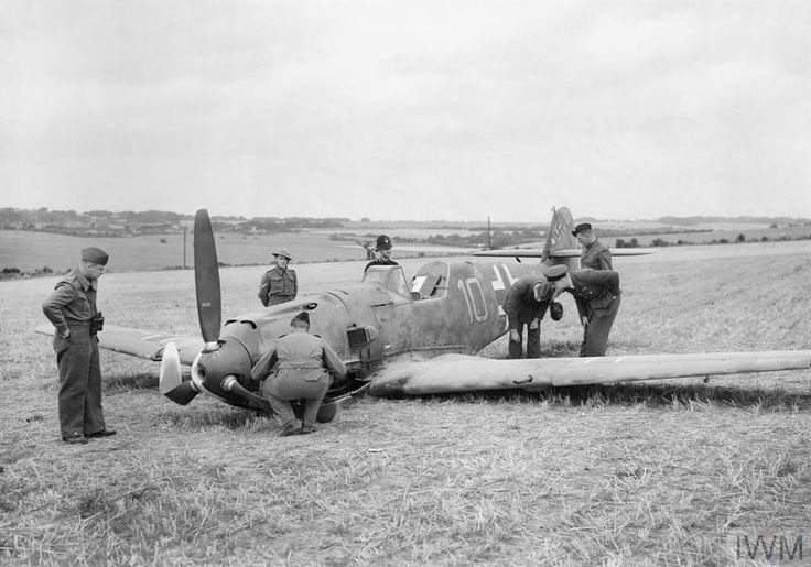 Airmen and soldiers inspect Messerschmitt Bf 109E-4 (W.Nr. 5587) flown by Ofw. Fritz Beeck of 6./JG 51, which force landed at East Langdon in Kent while escorting an attack on Manston, 24 August