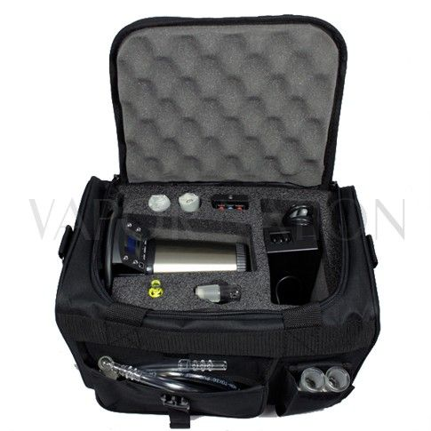 http://www.vapornation.com/vapecase-arizer-extreme-q-kush-series-soft-bag.html This Vape Case is the perfect storage device for your Arizer Extreme Q Digital Vaporizer. It conveniently fits the Extreme Q unit, 2 Cyclone Bowls, Balloon Bags, Elbow Adapter, Whip, Power Cord and Mouthpieces. This particular Vape Case comes in a soft bag or durable hard case that makes it easy for transportation. Please Note: Vaporizer sold separately.