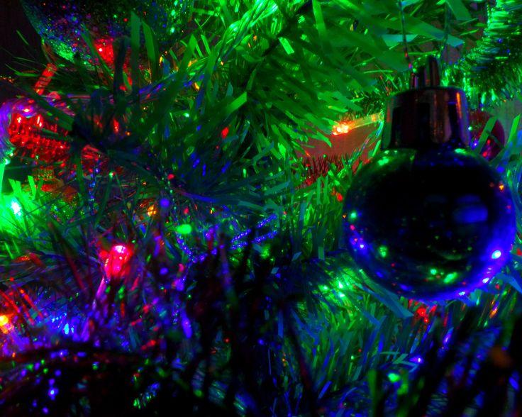 елка, новогодние игрушки, гирлянда, шар новогодний