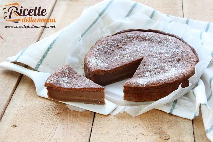 La torta magica al cacao è la variante più gustosa della famosa torta magica, torta così chiamata per la sua proprietà di presentare tre consistenze differenti a partire da un solo impasto. Provare per credere!