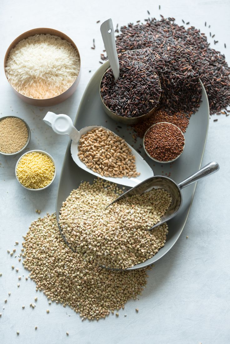 Obiloviny patří k základům naší stravy, jsou hlavním zdrojem sacharidů. U nás najdete kompletní spektrum obilovin, od nejběžnějších (pšenice, kukuřice, rýže) po málo známé (kamut, quinoa), v běžné podobě (mouky, vločky, těstoviny) i v podobě exotičtější (kuskus, bulgur, polenta).
