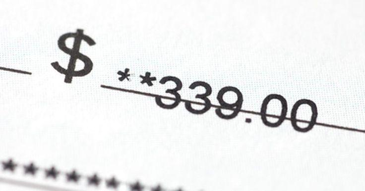Cómo detener inmediatamente el embargo del salario. Los pagos atrasados en la manutención de niños, los préstamos para estudiantes, las pensiones alimenticias, las tarjetas de crédito y el impuesto sobre la renta pueden inducir a los acreedores a pedir a los tribunales el embargo de tu sueldo. Cuando un embargo de salario se emite, a los empleadores se les presenta una copia de la orden de la ...