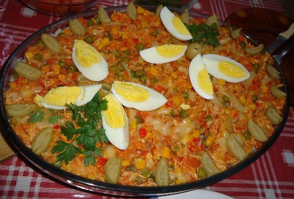 A Receita de Arroz de Festa Fácil é prática e deliciosa. Você vai cozinhar o seu arroz como de costume e, ao mesmo tempo, preparar um molho com frango, mil