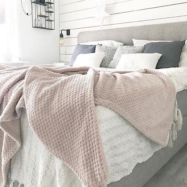 Good night photo @adinaaeklund #inredning #hjemmekos #hjem #interiørdilla #interior12follow #hem #sovrum #soverom #interiørtips #bedroom #interior #interiørdesign #interiör #interiørinspirasjon #christmas #nordiskehjem #bedroomdesign #dekor #hem #interiør #vackrahem #skönahem #dagensinteriør #tipstilhjemmet #sovrumsinspo #hemma #interior #innredning #mynordicroom #boligindretning #boligpluss