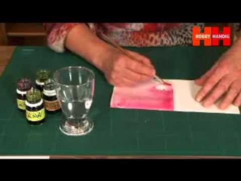 Marianne van Bekkum van Shadowpainting geeft namens HobbyHandig instructie over shadowpainting op kaarten