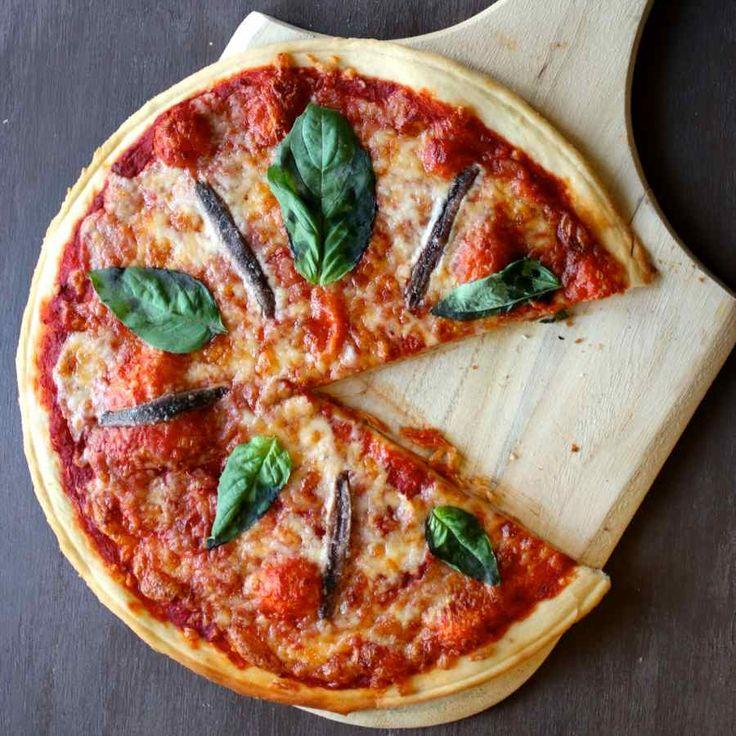 La pizza napoletana ou pizza napolitaine est la version originale de la pizza italienne.