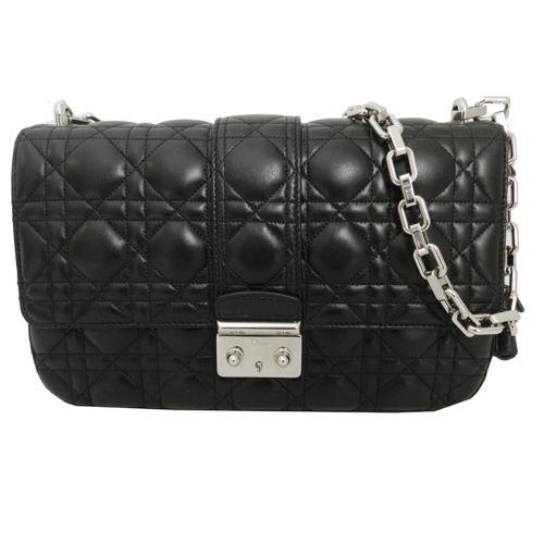 Miss #DIOR en negro, un clásico perfecto que puedes encontrar en www.look-and-stop.com #bolsosdelujo #icono #shopping #transporte0