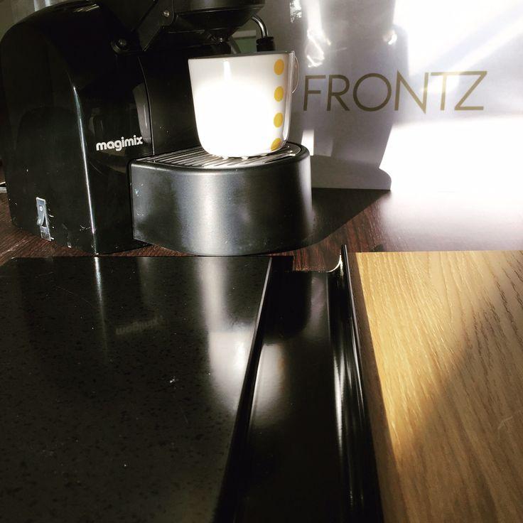 #moodboardmonday at #FRONTZ:  #keuken #greeploos met een mat zwart aanrechtblad en #naturaloak #fronten & een vintage #nespressomachine! #myfrontz at myfrontz.nl