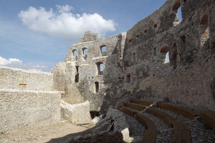 Topoľčiansky hrad by Marek  on 500px
