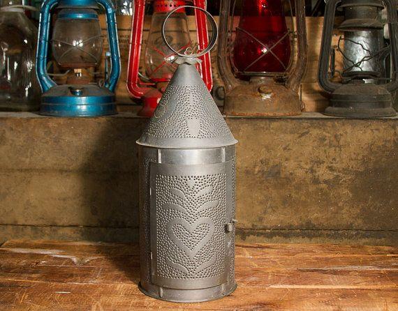 Primitivi perforato Tin Lanterna, trafitto grande latta portacandele, decorazioni di ANANAS CUORI COLOMBE uccelli, al coperto o all