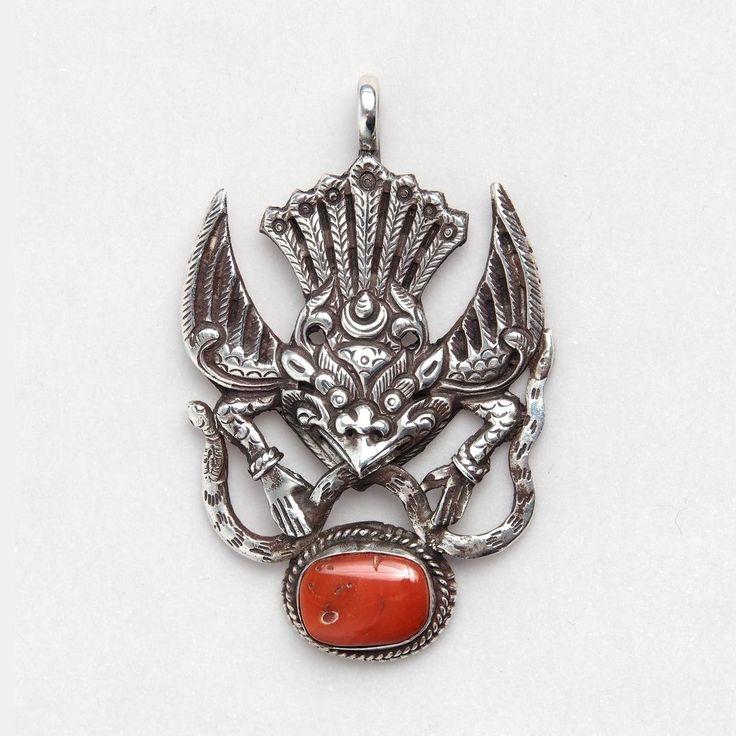 Pandantiv unicat amuletă Garuda, argint și coral, Nepal  #metaphora #silverjewelry #silverjewellery #nepal #amulet #coral  #pendant
