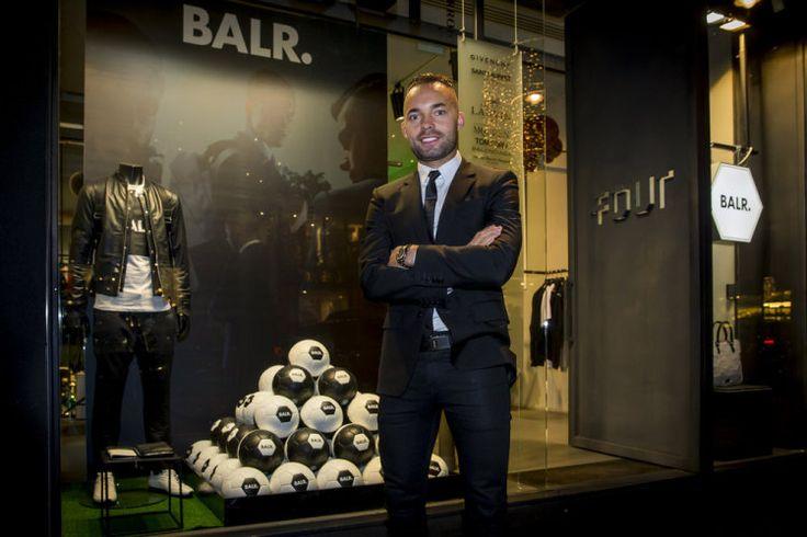 Voetballer Demy de Zeeuw opent pop-up store voor zijn eigen mannenkledingmerk Balr.