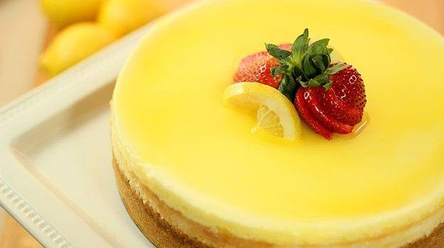 Cheesecake λεμονιού με λεμονάτο γλάσο