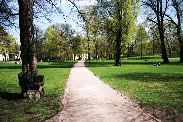 The palace is surrounded by a small park called Slottsparken. This is publicly available during day hours and it is right in the heart of the city.