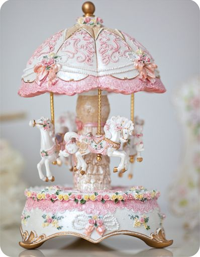 :)Pink Carousel, Little Girls, Shabby Chic, Carousels Hors, Pretty Things, Music Boxes, Gold Necklaces, Big Girls, White Chilis