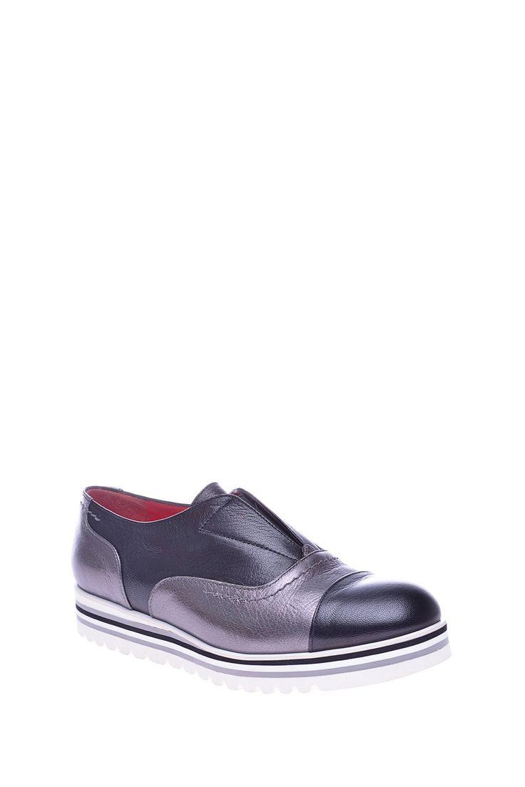 Комбинированные туфли с эластичными вставками, на плоской широкой подошве http://oneclub.ua/tufli-38403.html#product_option13