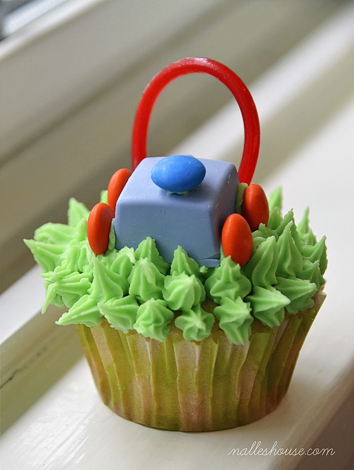 Nalles House: Lawn Mower Cupcake for Little Boy Lawn Mower Party