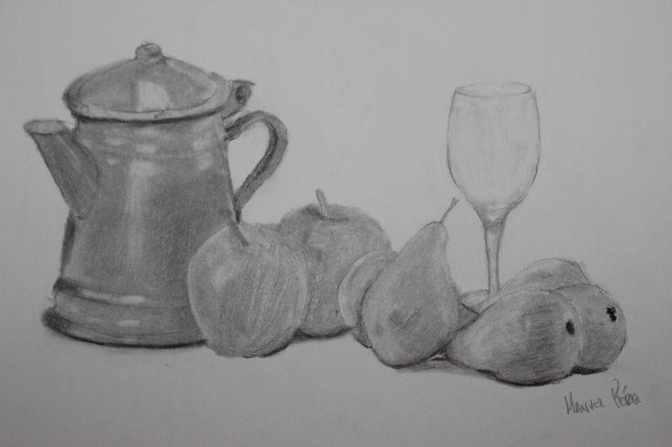 Bodegón realizado a carboncillo. Tarea realizada para la asignatura de Dibujo Artístico. Trataba de elegir varios objetos propuestos por el profesor y realizar un encaje y composición con los mismos.