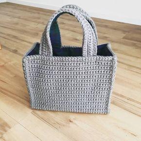 前回アップしたダイアゴナルステッチのブランケットの前に作っていたバッグ。 ようやく完成しました✨ その名も往復編みのバッグ。 そのまんまじゃねーかって突っ込んでね(笑) 待ってる♥️ これまでニットバッグを作ってきて思った事がひとつ。 シャキーン❗️と立つバッグが...