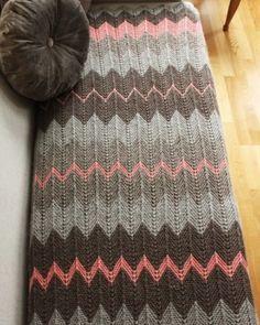 Source: http://touchecrochet.tumblr.com/post/51460412838/pink-grey Me encanta la combinación de colores