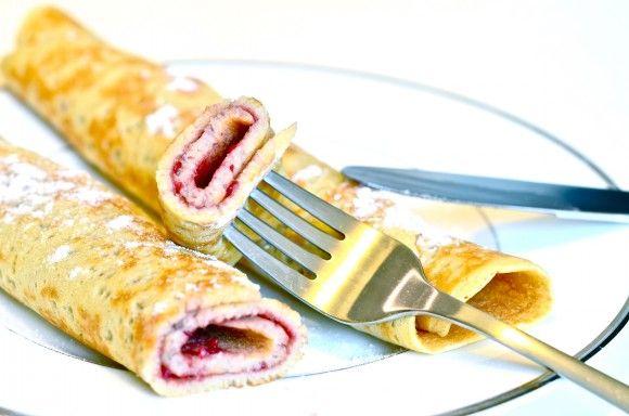 Oppskrift, tekst og bilder: Ingrid Helene Jurs (veganslife.com) Du trenger (10-12 pannekaker): 5 dl hvetemel, 300 g 0,5 dl sukker, 50 g 3 toppa ts bakepul