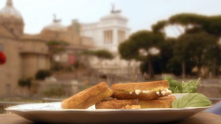 In carrozza betyr «i vogn» og beskriver kanskje hvordan den lekre, smeltede mozzarellaosten transporteres til munnen i et stykke panert, gyllent, ristet brød. Mozzarella in carrozza er i prinsippet en italiensk toast.