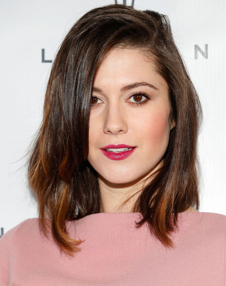 The key to Mary's ultra-cool style is the casual, side-swept part. What can be sexier than running your finger through your hair all night in order to achieve that?   - Redbook.com