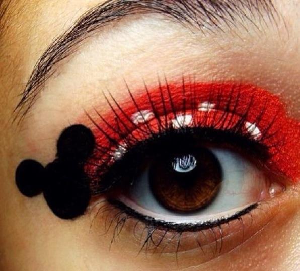Minnie Mouse eye make up