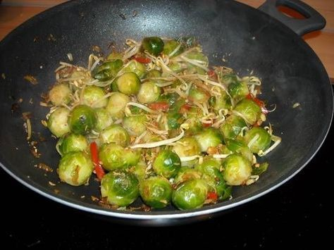 Spruitjes Met Taugé En Paprika Op Indonesische Wijze recept | Smulweb.nl