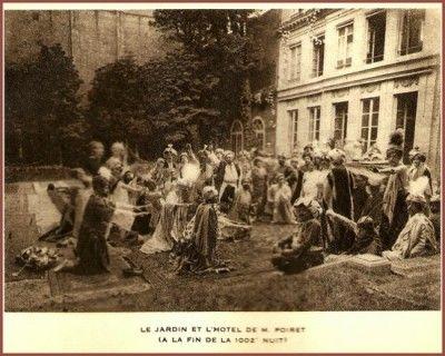 """đây là buổi diễn vở kịch """" The Thousand and second night"""" được Paul Poiret tổ chức tại khu vườn trong xưởng của ông vào 24-06-1911.Mọi người đến tham dự cũng như đoàn múa Ballet Russes diễn trong vở kịch đều mặc trang phục phong cách Ba Tư của người phương Đông."""