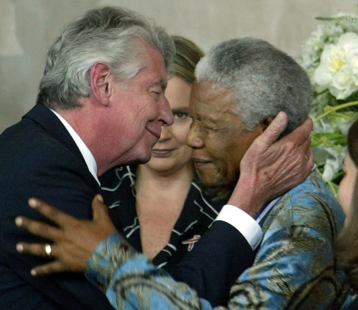 MIDDELBURG, THE NETHERLANDS - JUNE 8:  Dutch Prime Minister Wim Kok embraces former South African president Nelson Mandela at the presentation of the Four Freedoms Awards on June 8, 2002 in Middelburg, The Netherlands.  (Photo by Paul Vreeker/Getty Images)