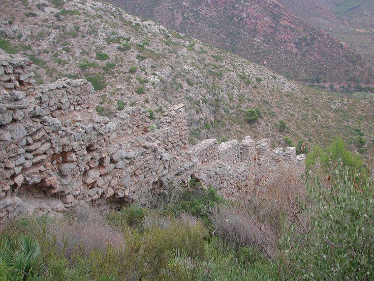 Tapieres de maçoneria de la muralla del poblat del Castell de Montornés