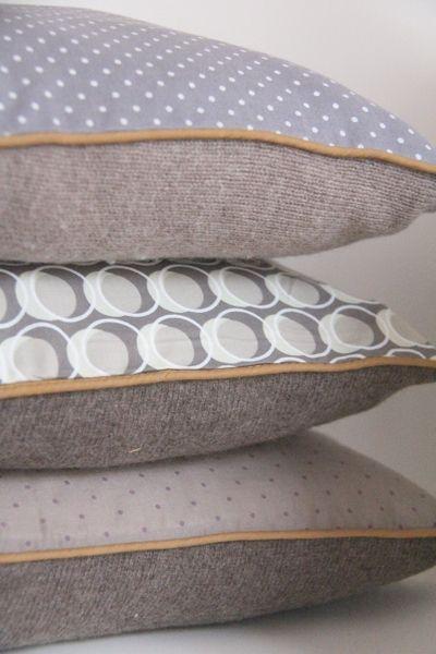 coussins homemade (passepoilés), avec de vieux pulls des garçons coté face et coté pile une popeline de coton.