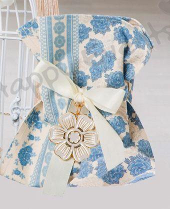 γάμος και βάφτιση μαζί, μπομπονιέρα πουγκί μπλε λουλούδια, θέμα μπλε λουλούδια, θέμα για γάμο και βάφτιση μαζί, πρωτότυπο θέμα για γάμο και βάφτιση αγοριού, προσκλητήριο για γάμο και βάφτιση μαζί μπλε λουλούδια , μπομπονιέρα μαξιλαράκι μπλε λουλούδια με κρίκο ευχών, πρωτότυπος γάμος και βάφτιση μαζί, ιδέες για γάμο και βάφτιση αγοριού μαζί