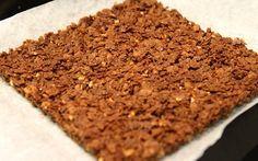 Voici comment préparer le pailleté feuillantine maison au chocolat, pour apporter du croquant à vos gâteaux.
